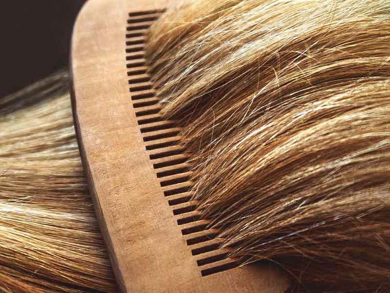 تعادل در شانه زدن مو جهت تقویت مو و افزایش گردش خون