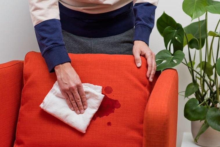 نحوه از بین بردن لکه خون از روی فرش