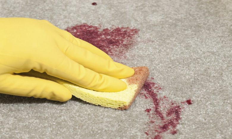 Photo of نحوه تمیز کردن لکه خون از روی لباس،فرش،مبل و پارچه