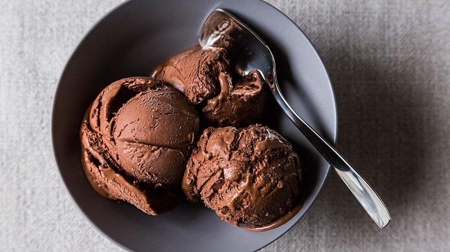 طرز تهیه بستنی خانگی شکلاتی