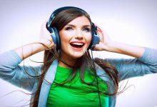گوش دادن موسیقی شاد