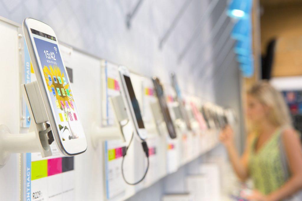 صفحه آلوده گوشی ها در فروشگاه