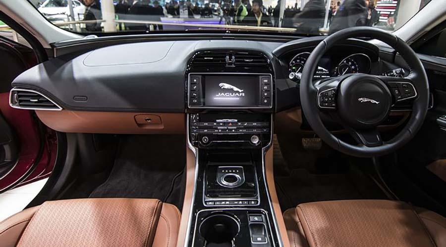 کایین زشت خودرو گران قیمت :  Jaguar X-E