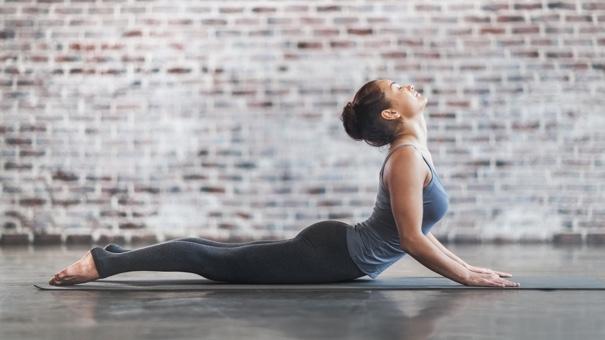 انجام یوگا برای درمان سردرد