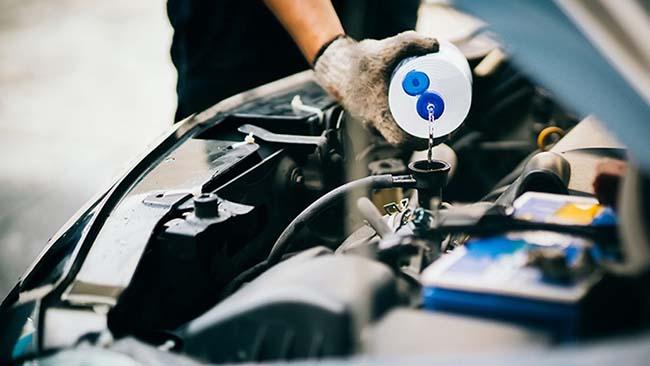 ریختن آب درون موتور