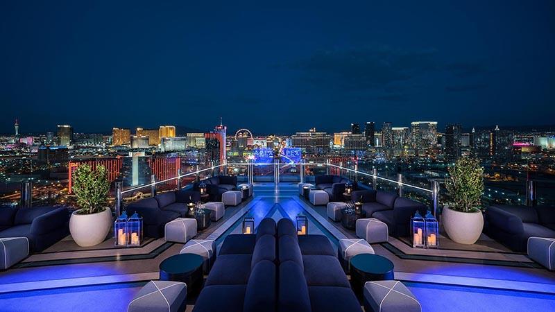 تراس و جکوزی هتل Palm Casino