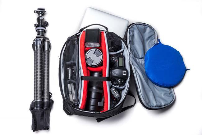کیف دوربین و تجهیزات درون آن