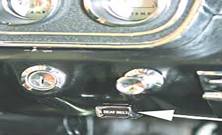 چراغ یادآوری بیتن کمربند ایمنی در سال 1965