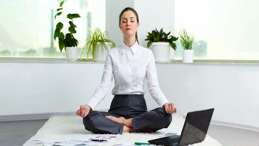 یوگا از ورزش هایی که برای ذهن لازم است.