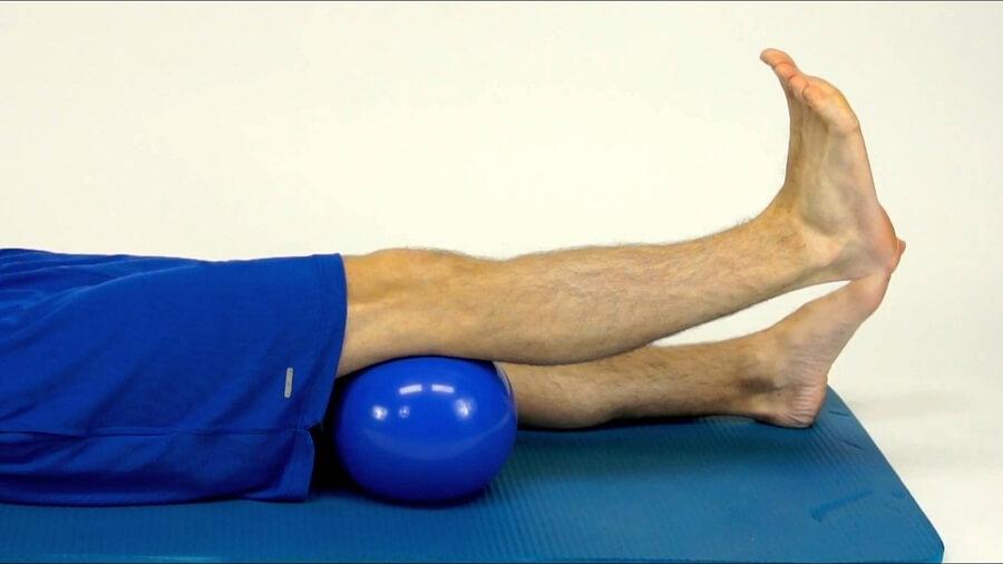 اگر دچار کمر درد هستید از بالا آوردن پا ها بصورت جفتی خود داری کنید