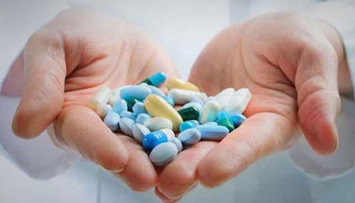 مصرف هم زمان شیرین بیان با برخی داروها باعث تداخل می شود.