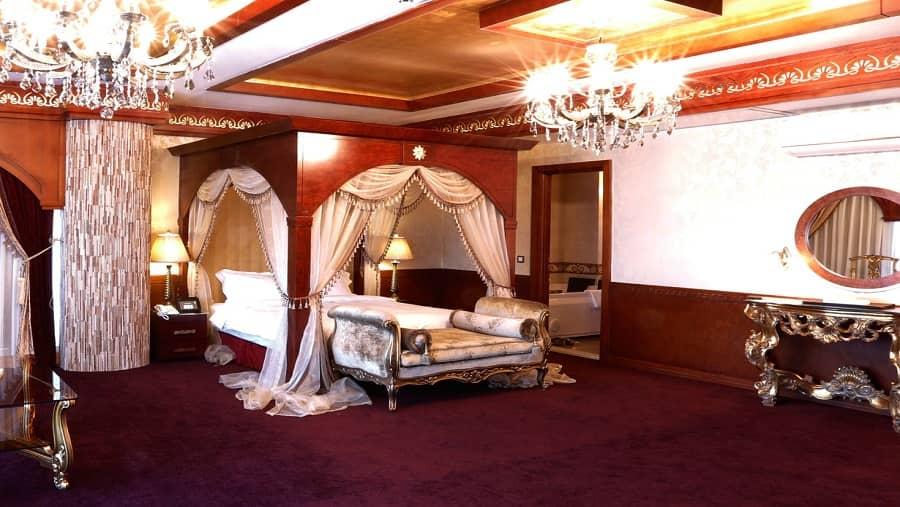 هتل درویشی مشهد که بسیار زیبا و بزرگ بوده و بهترین هتل ایران در شهر مشهد محسوب می شود