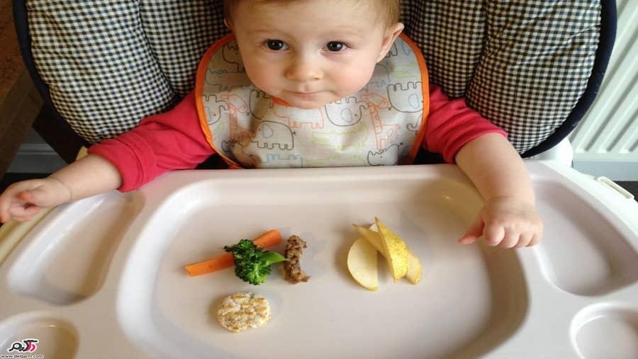 غذای کمکی فرزند در پایان شش ماهگی آغاز شود