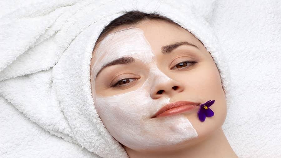 برای داشتن پوست روشن از ماسک آرد استفاده نمایید
