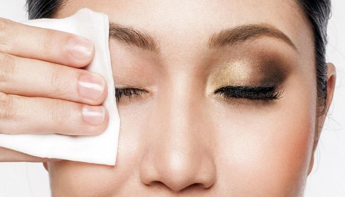 در زمان درمان پلک متورم از آرایش خودداری کنید.