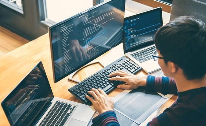 توسعه دهنده بازی یا برنامه نویس بازی