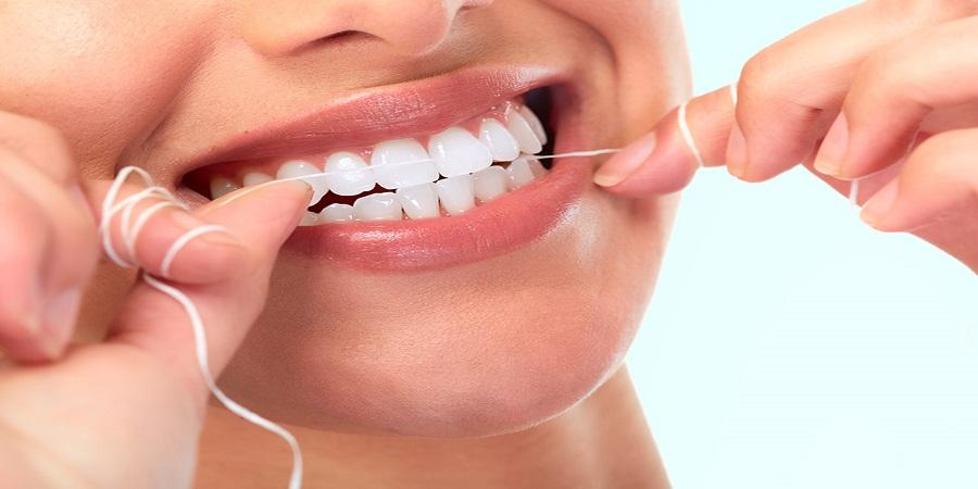 برای سلامت لثه های خود از نخ دندان استفاده کنید.