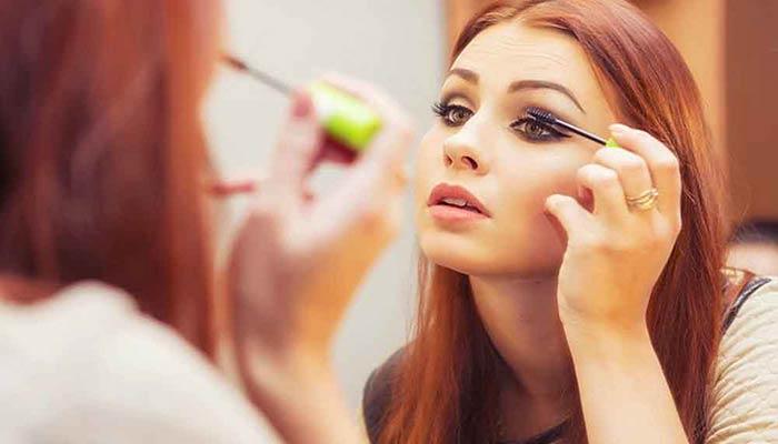 از آرایش بیش از حد بپرهیزید.