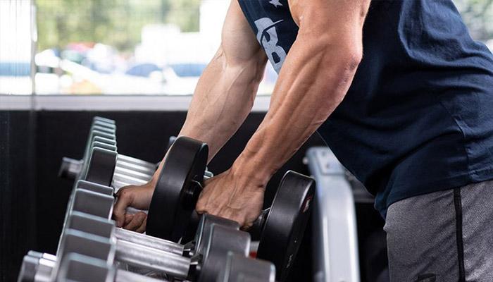 با انجام فعالیت های سنگین درد عضلات رخ می دهد.