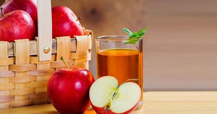 درمان یبوست با آب سیب و آب آلو