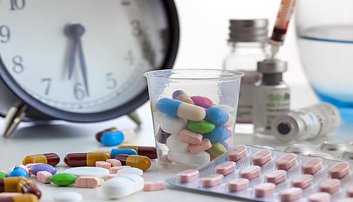 استفاده هم زمان چند نوع دارو