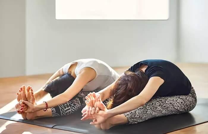 درمان سردرد با حرکت Paschimottanasana یوگا