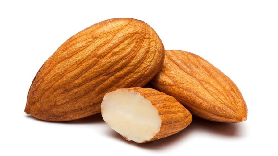 بادام با داشتن منیزیم چربی بدن شما را از بین می برد و باعث لاغری شما می شود.