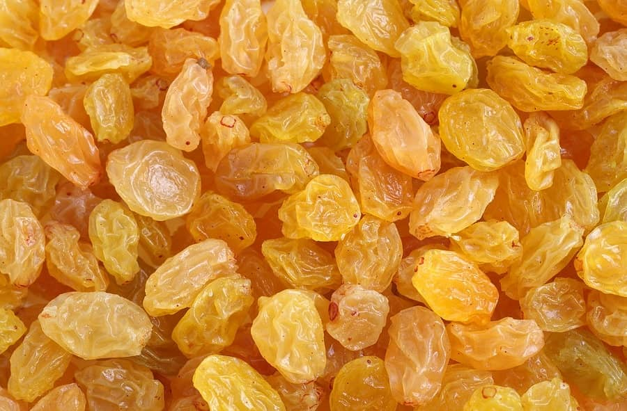 کشمش از جمله میوه های خشکی است که به کاهش وزن کمک می کند