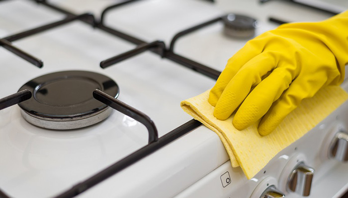 با استفاده از جوش شیرین گاز، فر، ومایکروویو خود را تمیز کنید.