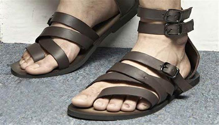 از کفش انگشتی اشاره دار (لاانگشتی) استفاده نکنید.
