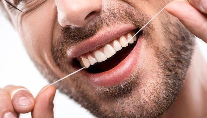 در جمع به جای خلال دندان از نخ دندان استفاده کنید.