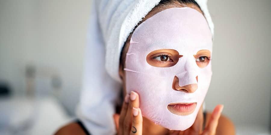 به منظور کمک به سفیدی پوست خود از ماسک های مرطوب کننده استفاده کنید
