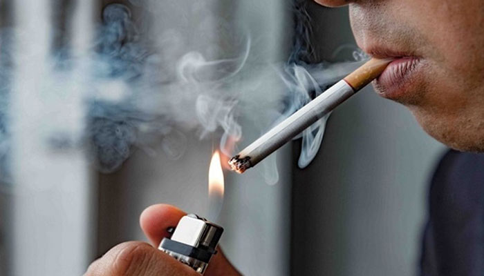 سیگار کشیدن باعث بوی بد و خشکی دهان می شود.
