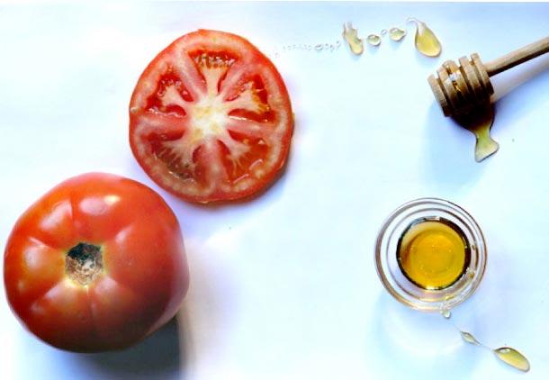 ترکیب گوجه فرنگی، عسل و لیمو ترش معجزه ای برای پوست است.
