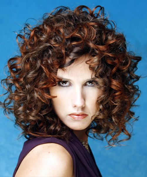 در شکل صورت مستطیلی طول عمودی موها را به حداقل برسانید