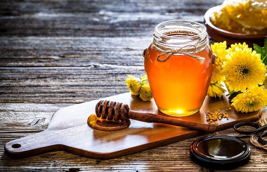 عسل دارای خواص ضد باکتری و ضد التهابی بسیاری است.