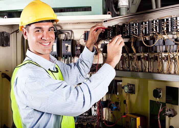 برق کار یکی از مشاغل مورد نیاز کشور کانادا است.