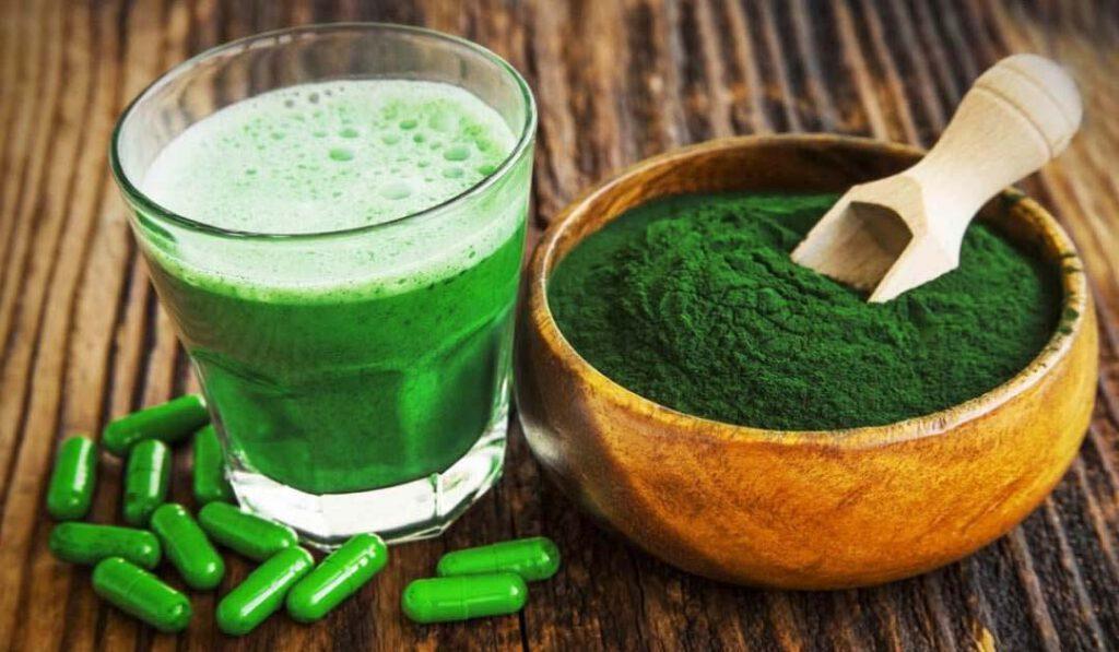 اسپیرولینا، نوعی جلبک خوراکی حاوی پروتئین.