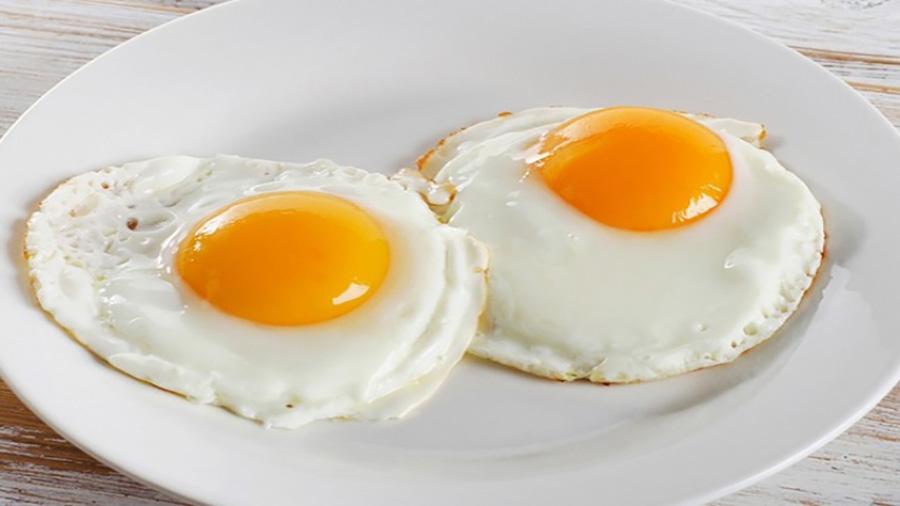 تخم مرغ منبع غنی از بیوتین است.