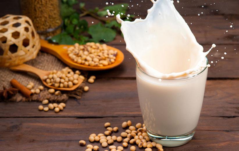 شیر سویا، منبع غنی از پروتئین.