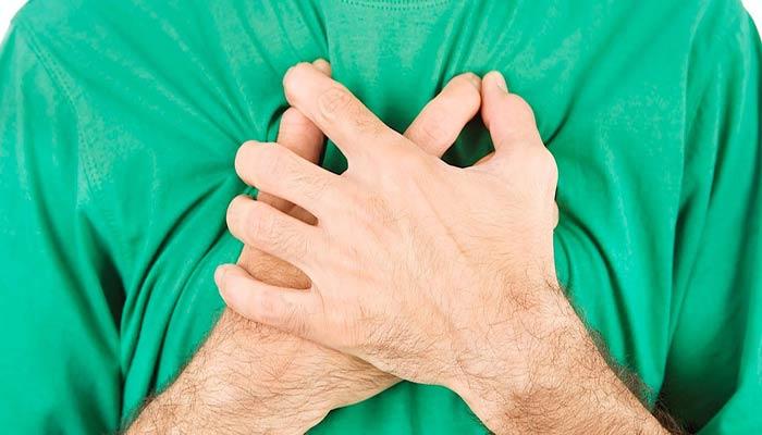 درد قفسه سینه یکی از علائم قارچ سیاه می باشد.