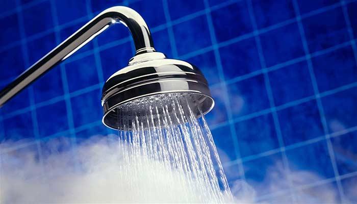استفاده از دوش آب گرم.