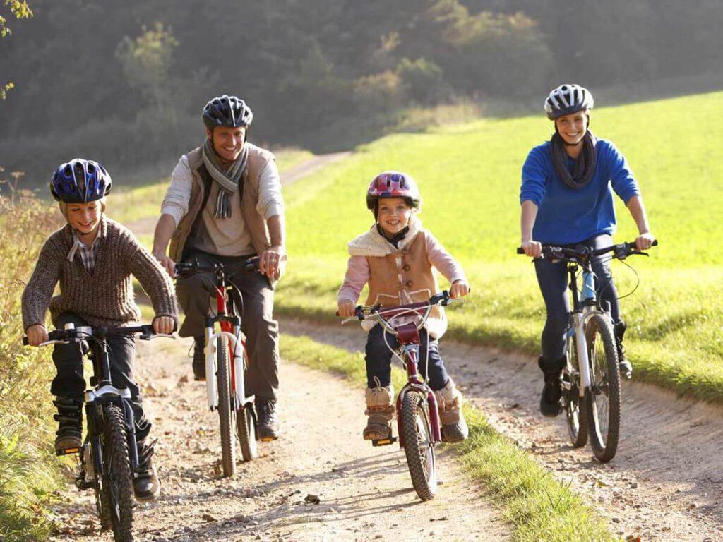 دوچرخه سواری یک راه خوب برای کنترل یا کاهش وزن است.
