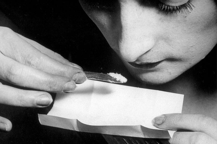 مصرف کوکائین و تاثیرات روانی و فیزیکی آن.