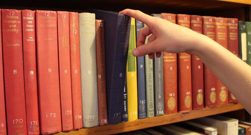 انتخاب کتاب خوب، به طور تصادفی.