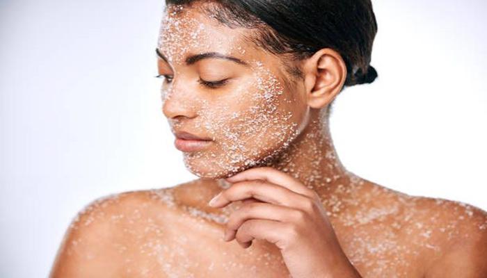 هرگز نباید از اسکراب مخصوص بدن برای صورت و بالعکس استفاده کنید.