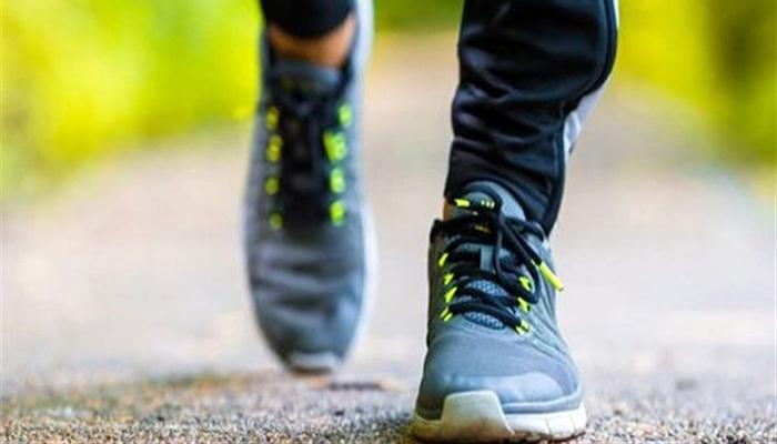 پیاده روی، برای رفع بی حسی پا ها.
