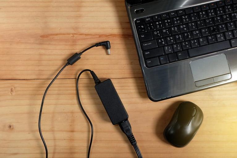 شارژ باتری لپ تاپ