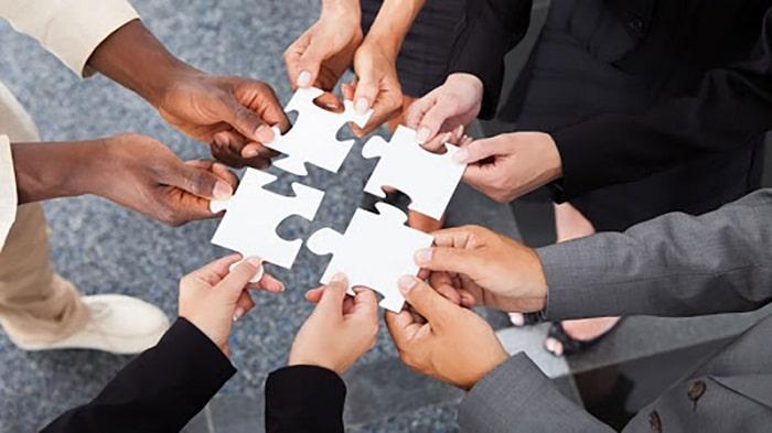 ترکیب تولید محتوا و بازاریابی: کار گروهی اعضای تیم