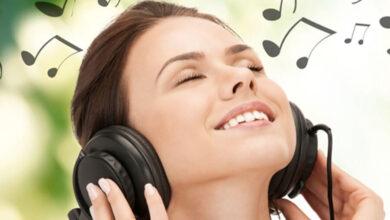 گوش دادن موسیقی
